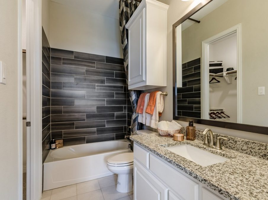 450 Maddison Guest Bathroom
