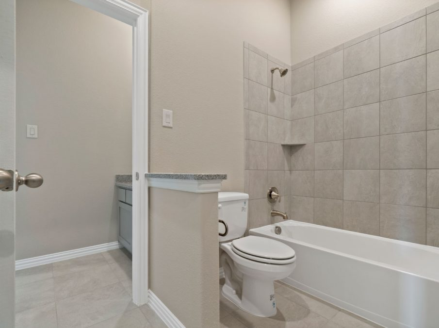 New Home Builder Landon Homes 5901 Southlake Bathroom