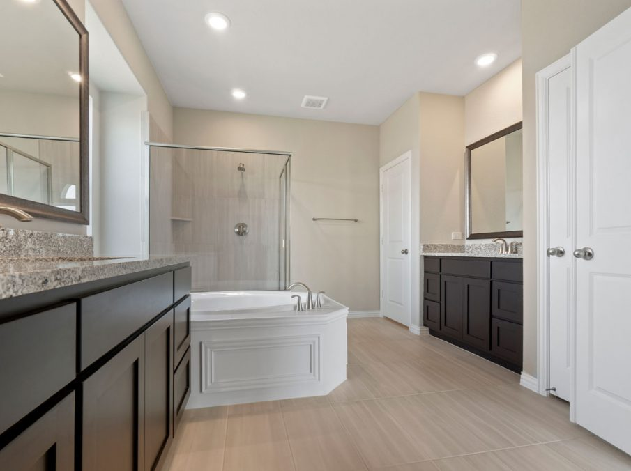 New Home Builder Landon Homes 5901 Southlake Master Bathroom