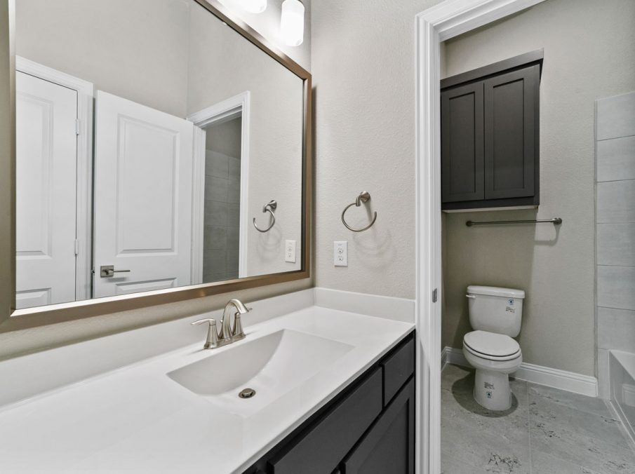 New Home Builder Landon Homes 600 Richmond Secondary Bathroom