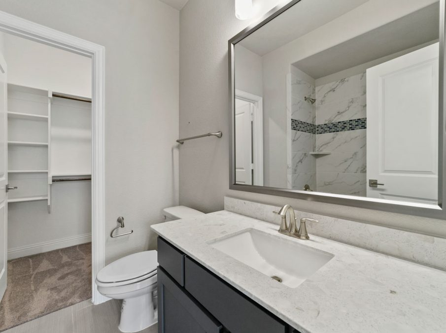 New Home Builder Landon Homes 600 Richmond Guest Bathroom
