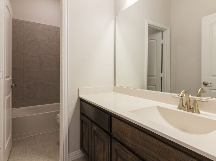 Landon Homes New Home Builder 185 Ridgecrest Secondary Bathroom