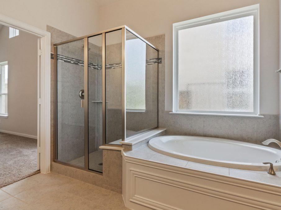 Landon Homes New Home Builder 185 Ridgecrest Master Bathroom