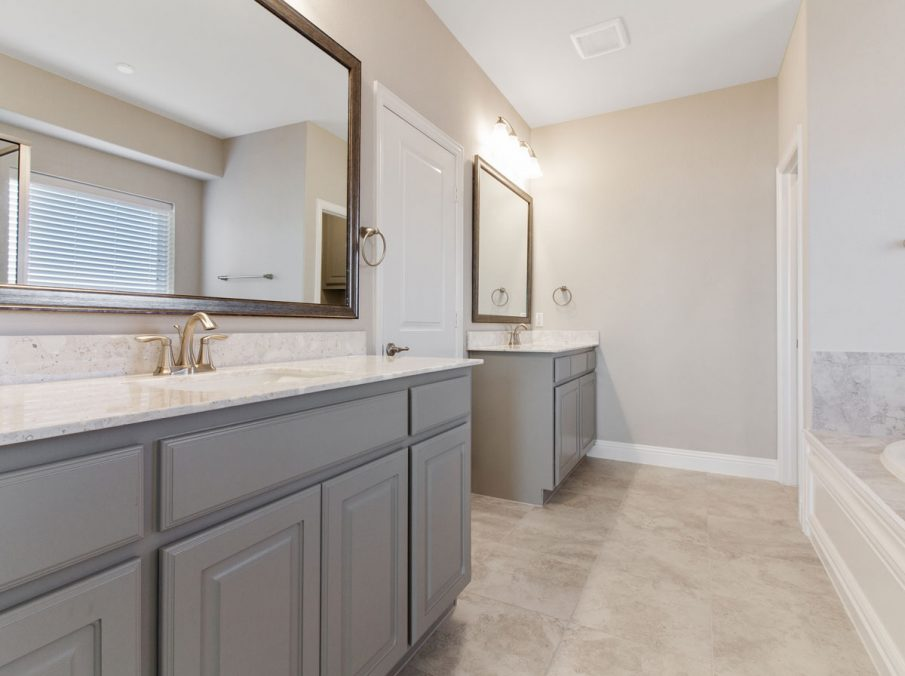 Landon Homes new home builder 515 Sherwood master bathroom with grey painted cabinets