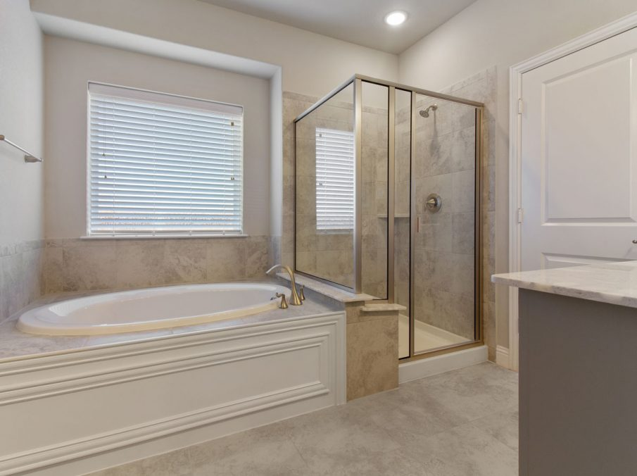 Landon Homes new home builder 515 Sherwood master bathroom tub and shower