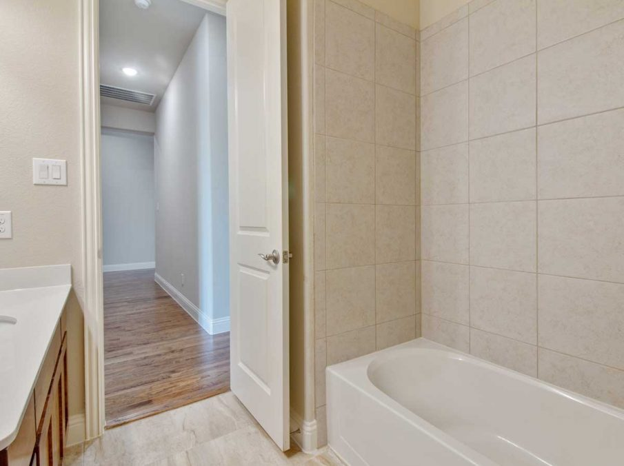 Landon Homes New Home Builder in Frisco, Allen, and Argyle TX 609 Bradford Collection Bathroom