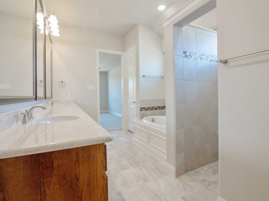 Landon Homes New Home Builder in Frisco, Allen, and Argyle TX 609 Bradford Collection Master Bathroom