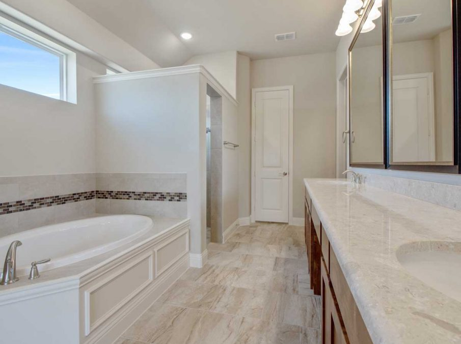 Landon Homes New Home Builder in Frisco, Allen, and Argyle TX 609 Bradford Collection Mater Bathroom