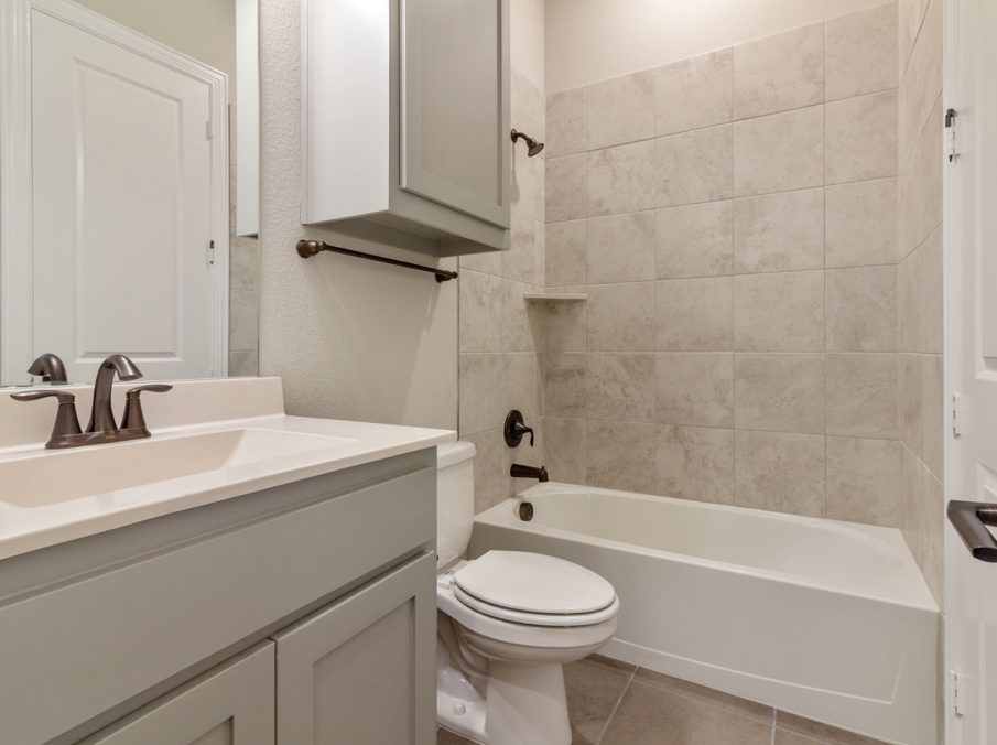 Landon Homes 716 Chesapeake III Frisco TX Bath