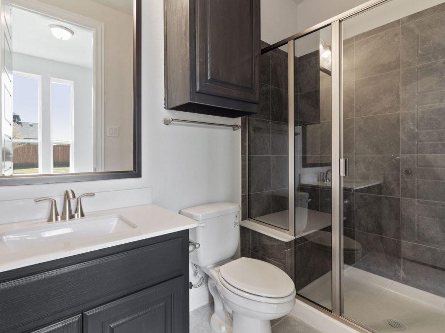 431 Alexandria Collection Landon Homes Bathroom